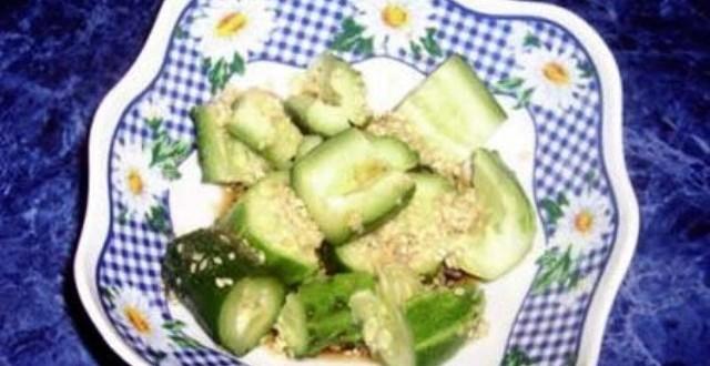 салат с огурцами по японски