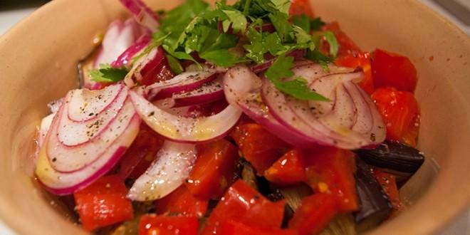 салат из запечёных баклажан